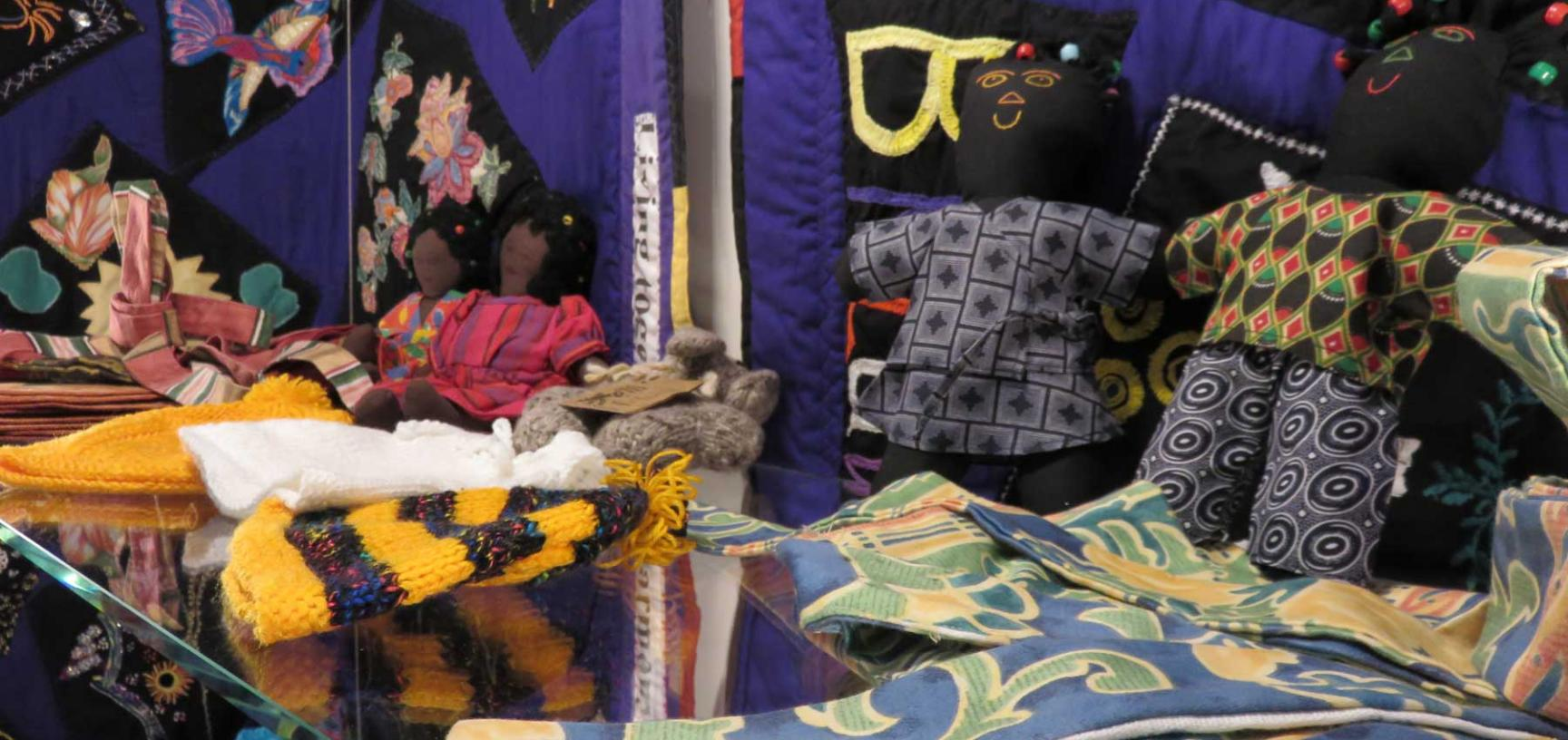 bk luwo display dolls