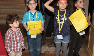 Children at family day in the museum with home-made hats